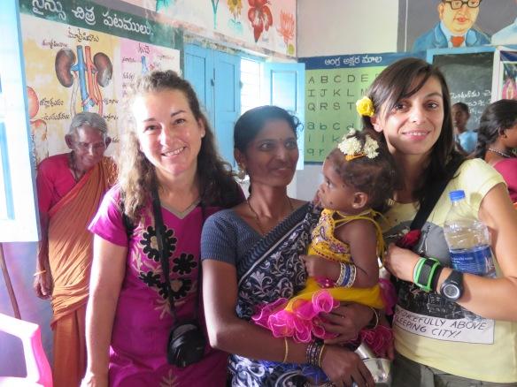 Con Bárbara y unamadre con su niña