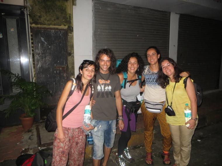 Despidiéndonos de Ana y Alex que se van a Sri Lanka