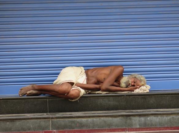 Hombre durmiendo en Madurai