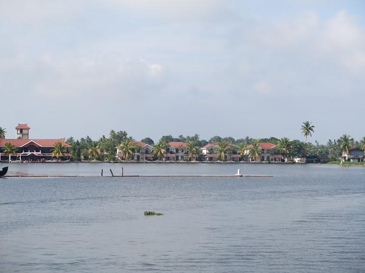 las casas que rodean el canal