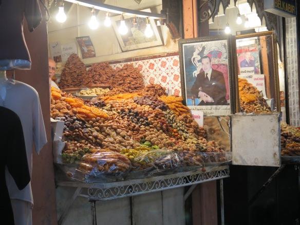 Un puesto de dulces, como no presidido por la foto del rey ;)