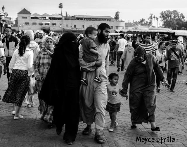 Familia en la plaza Jeema el Fnac by Mayca :)