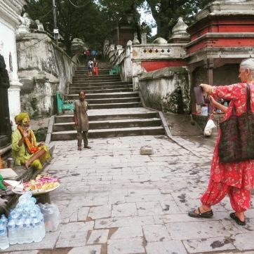 Sadhu dejándose fotografiar a cambio de unas rupias