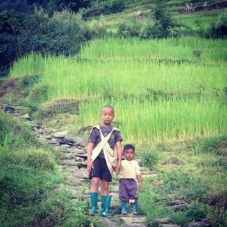 niños nepalíes