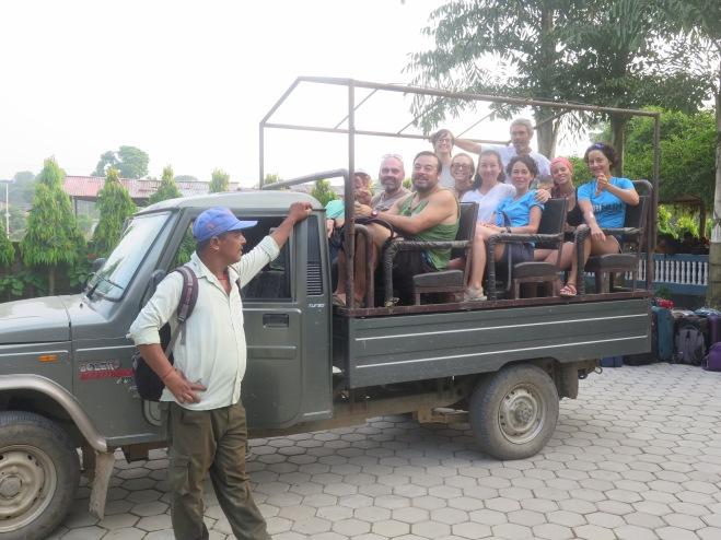 chitwan jeep hotel