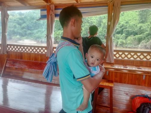 Niño en el slow boat