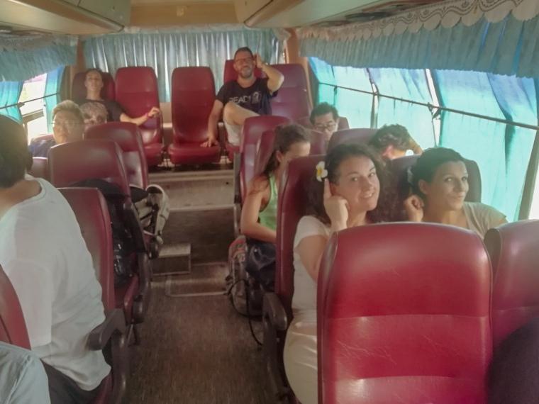 En Bus por Laos