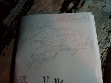 La caligrafía de Xabi; nuestros nombres.