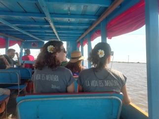 En Barco hacia el lago