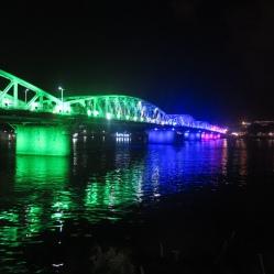 Puente sobre le río Perfume