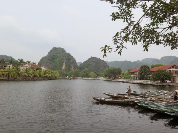 Tam Coc, embarcadero, río Ngo Dong
