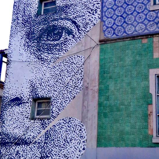Sophia Mello Breyner creada por Eine.  Street art lisboa